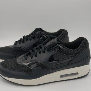 Nike Air Max  Black Summite Wmn's Size 11.5